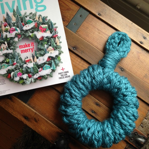 finger knitted wreath 2